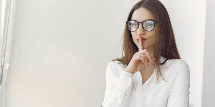 Adapta tu lenguaje no verbal en la simetría de un espejo para tener éxito en tus reuniones virtuales
